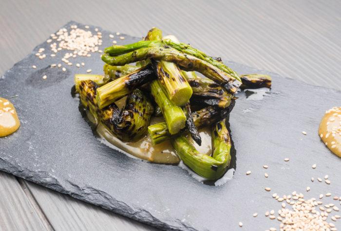 asparagi grigliati con salsa goma dare