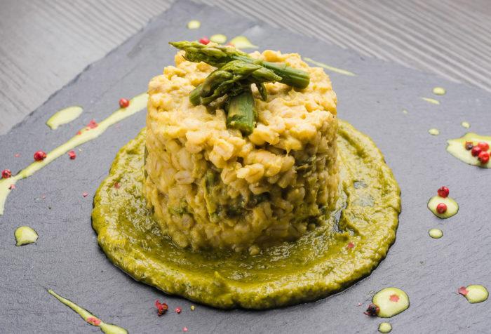 orzotto asparagi e crema di fave