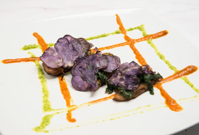 seitan in crosta di patate viola e bieta